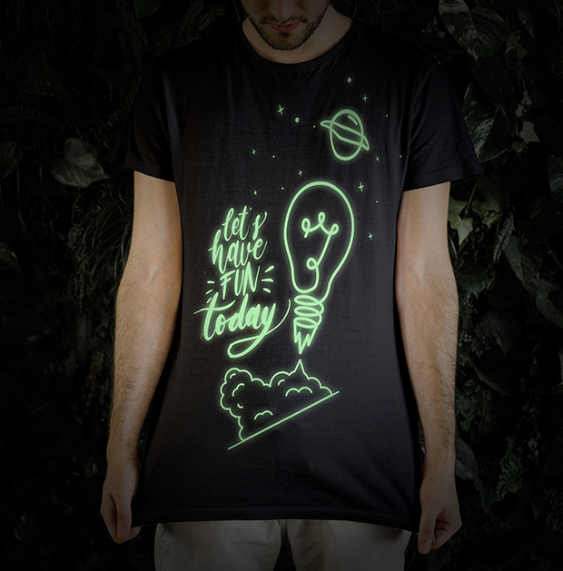Camiseta personalizada con vinilo Fluorescente Poli-Flex Luminous