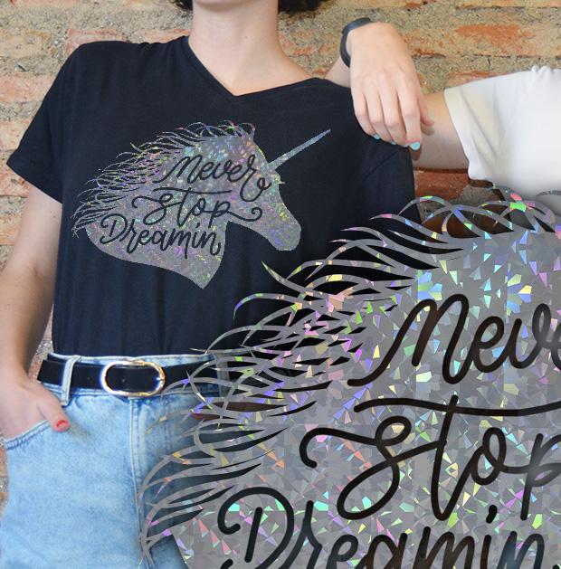 Camiseta personalizada con vinilo metálico efecto brillo