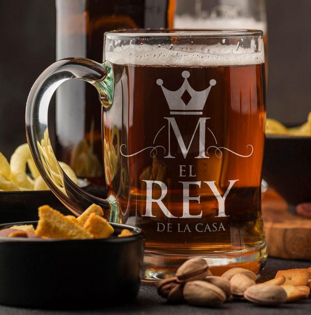 Jarra de cerveza como ideas de personalización para el día del padre