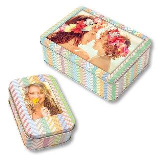 Cajas metálicas multicolor con portafotos