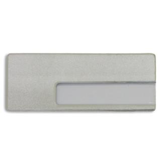 Identificador de plástico plateado con alfiler y clip