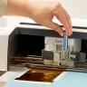 Cricut Foil Transfer Kit - Instalación de portaherramientas en el plotter