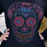 Diseño pedrería Calavera con nariz flor de lis - en camiseta