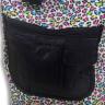 Mochilas con estampado multicolor - Detalle bolsillos debajo de la solapa mochila grande